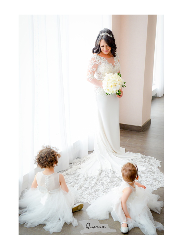 high key weddings, gorgeous wedding dresses, flower girls sitting on brides dress, quarum photo video, mark piotrowski